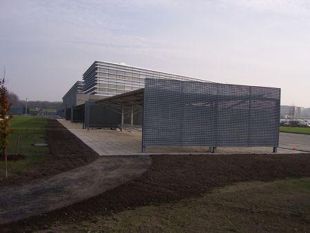 Et billede af vestas HQ skejby ventilations rist, fra et andet perspektiv